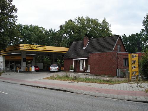 Hamburg-Bergstedt: Vermittlung einer Tankstelle mit Wohngebäude